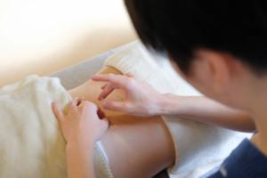 養生スペース あすかた治療院 施術風景 腰痛 鍼灸