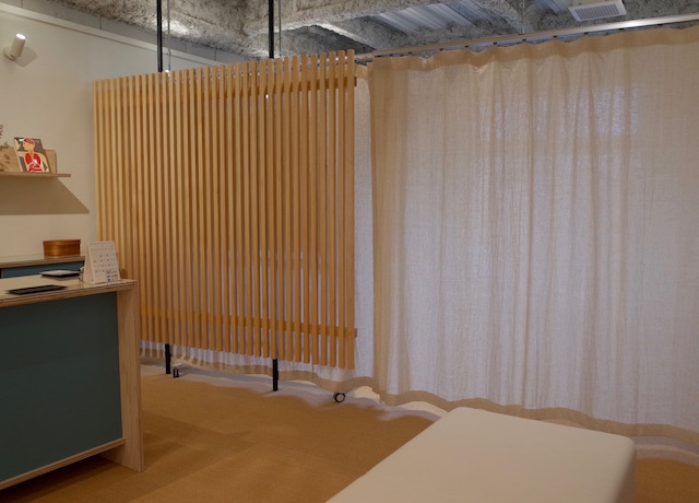 養生スペース あすかた治療院 待合室 パーテーション